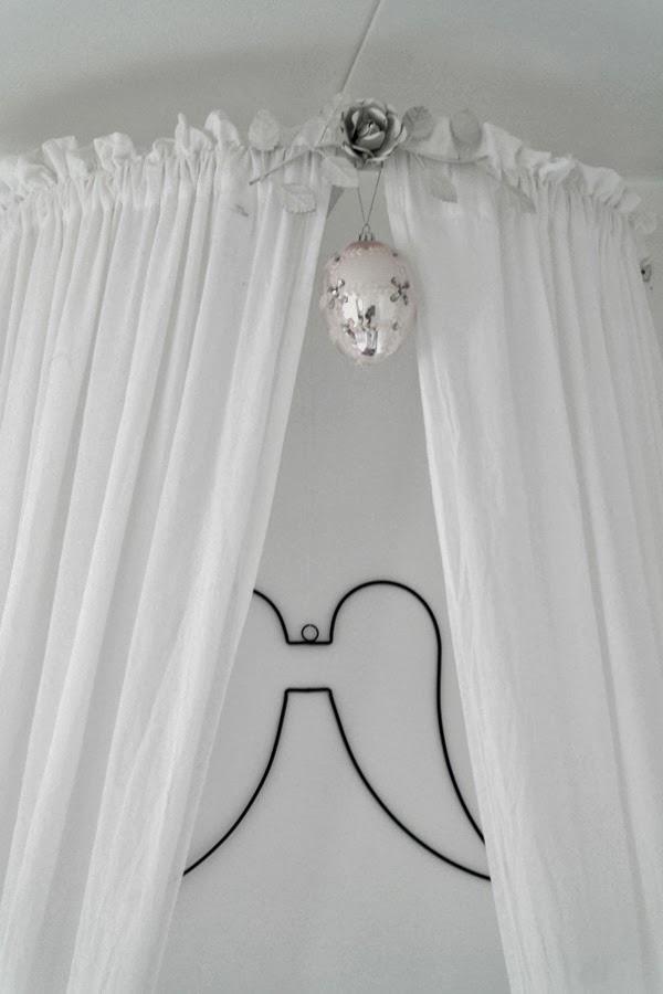sänghimmel grå linne