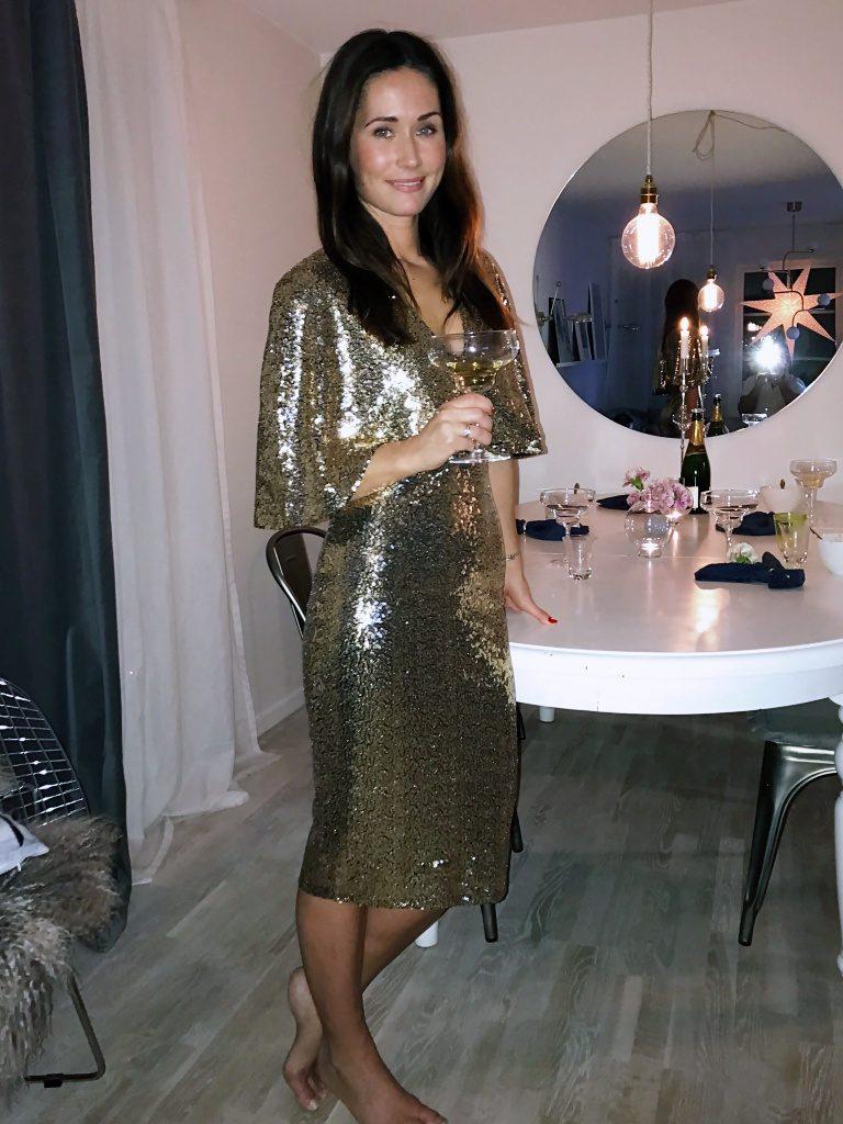 bbfa4b1fdfe6 Suddigt mobilpics på min glittriga outfit, lite festlig får man vara på nyår  även om man inte är på fest, eller hur!